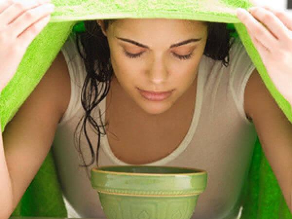 Cách xông mặt bằng lá tía tô kết hợp sả trị mụn hiệu quả