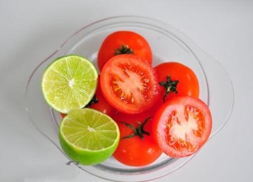 Trị mụn bằng cà chua và chanh