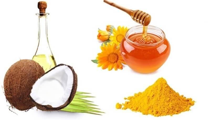 Tinh bột nghệ kết hợp với mật ong và dầu dừa