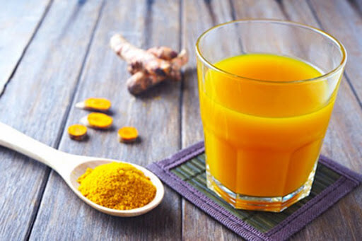 Uống tinh bột nghệ nguyên chất trị mụn