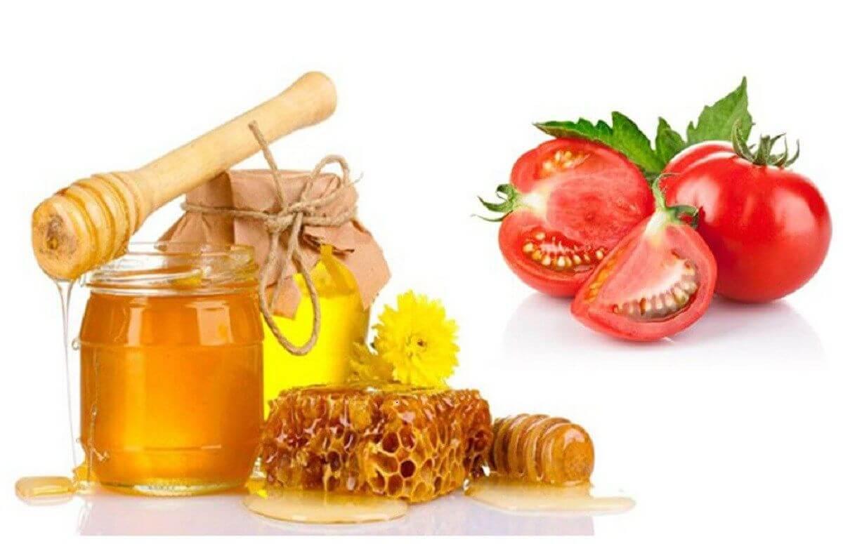 Cà chua mật ong là hỗn hợp trị mụn lưng phổ biến được nhiều người sử dụng