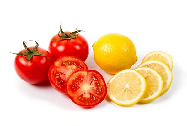 Trị sẹo thâm mụn bằng cà chua và chanh