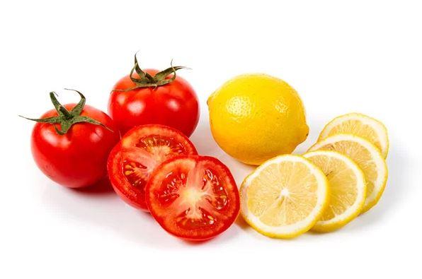Hỗn hợp cà chua và chanh tươi được nhiều người sử dụng