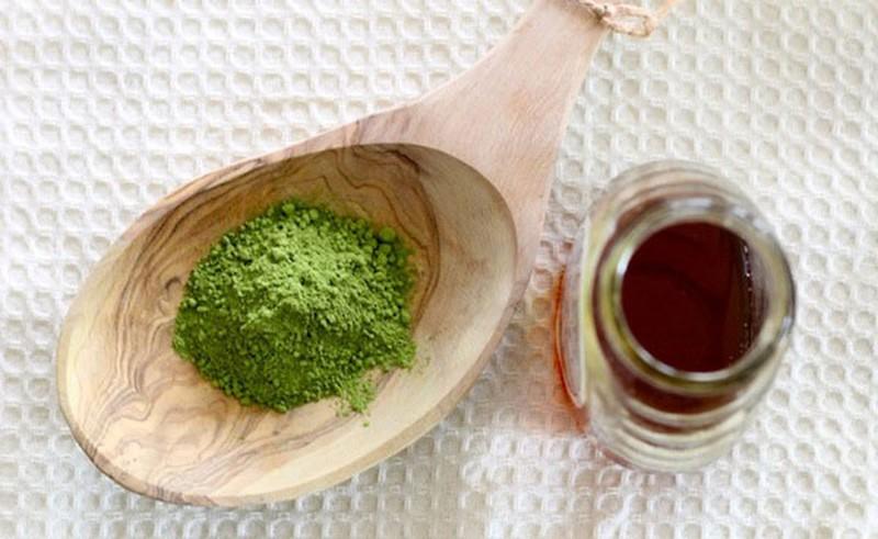 Mật ong và bột trà xanh trị mụn ra sao