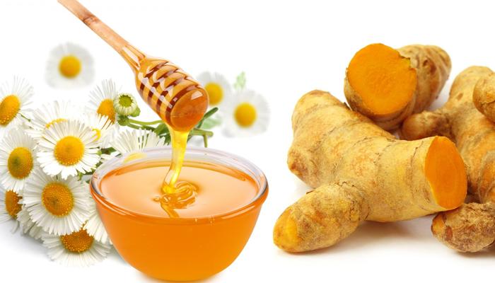 trị mụn thâm bằng nghệ tươi và mật ong