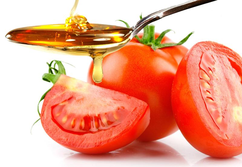 Làm sinh tố trị thâm mụn từ cà chua và mật ong