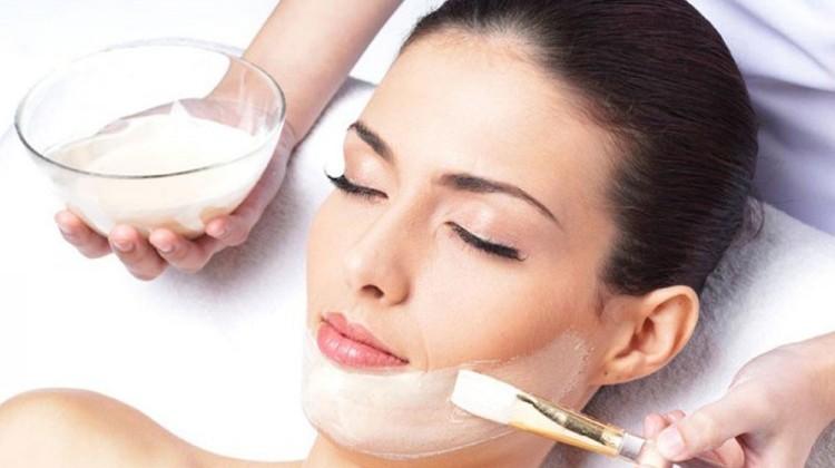 Sử dụng mặt nạ sữa chua giúp trị mụn hiệu quả
