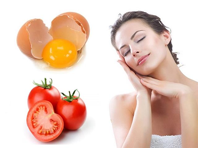 Trị mụn bằng cà chua và lòng đỏ trứng gà