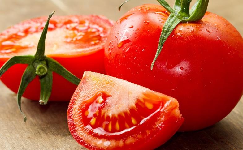 Trị mụn lưng bằng cà chua tươi có thực sự hiệu quả như lời đồn?